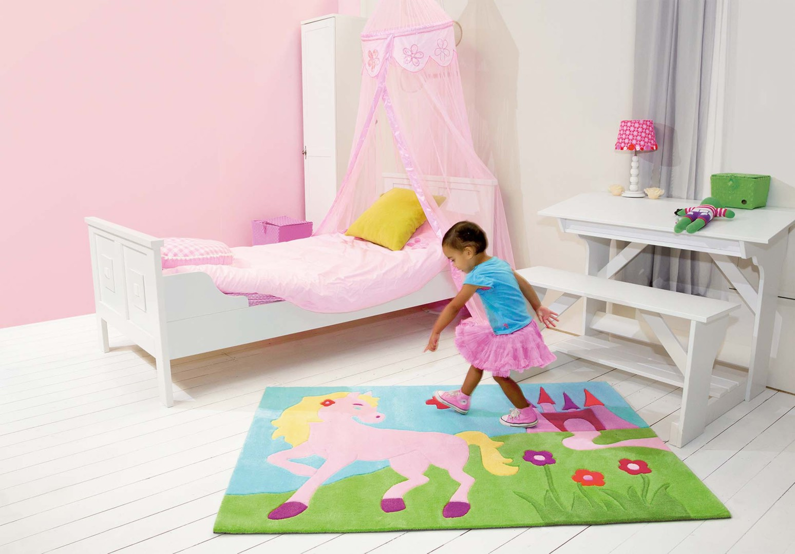 tapis pour chambre de fille poney kids arte espina. Black Bedroom Furniture Sets. Home Design Ideas