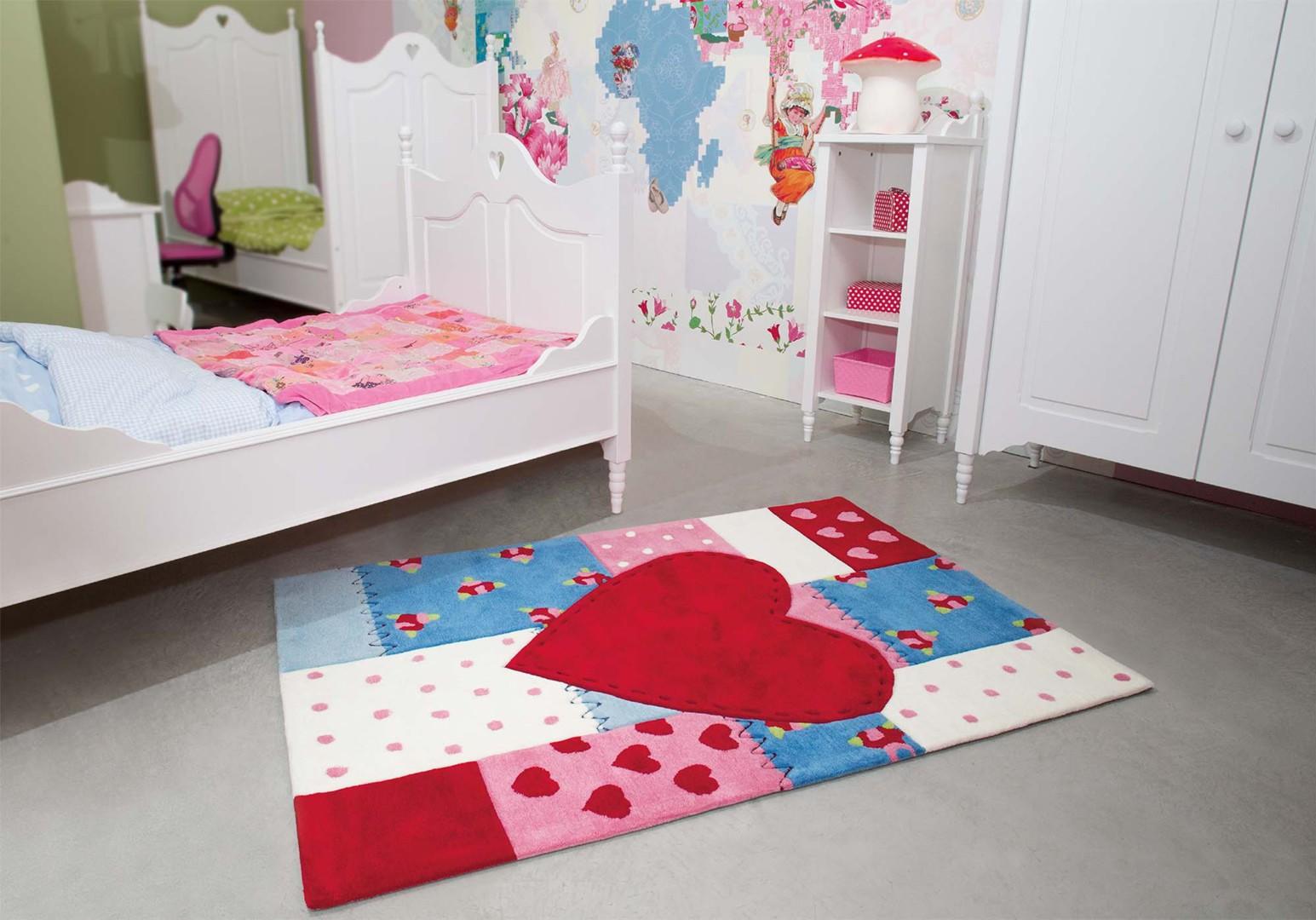tapis pour chambre de fille rouge heart kids arte espina. Black Bedroom Furniture Sets. Home Design Ideas