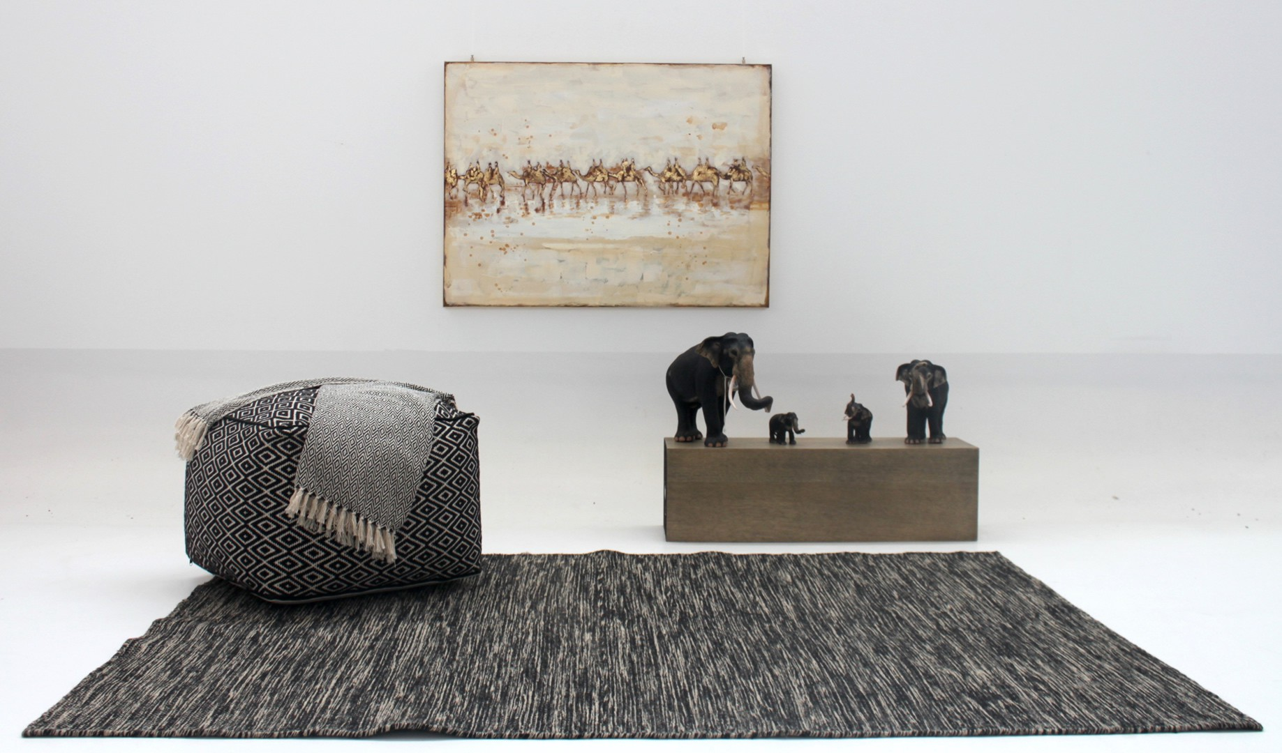 tapis tiss main noir et blanc ethnique desert. Black Bedroom Furniture Sets. Home Design Ideas