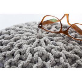 Pouf tricot en coton fait main argenté Ulysse