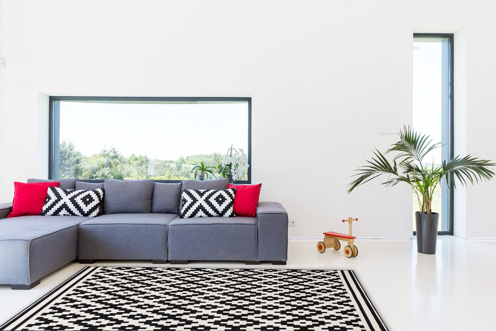 tapis tiss m canique scandinave noir et cr me bogata. Black Bedroom Furniture Sets. Home Design Ideas