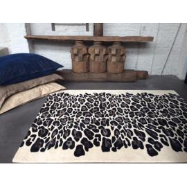 Tapis beige imprimé animal en laine et viscose tufté main Leopard Angelo