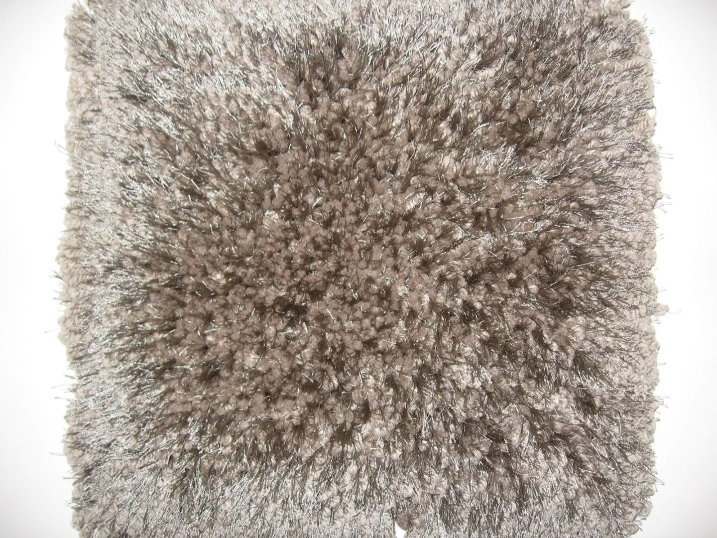 Tapis aux longs velours taupe Raven