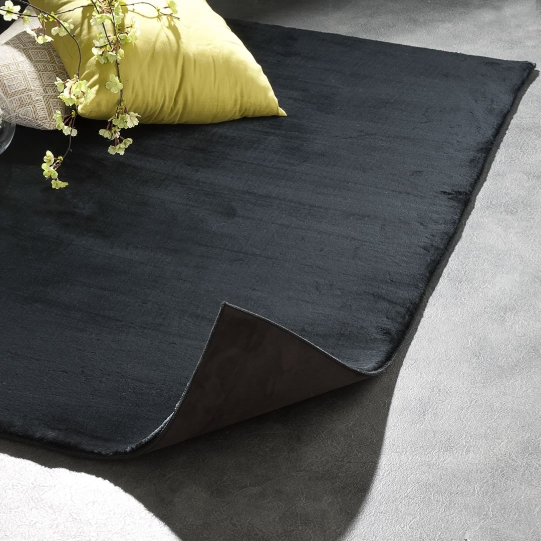 Tapis noir de salon rectangle Aspen