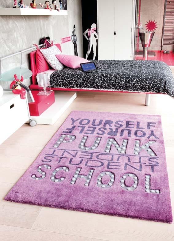 Tapis Punk violet de chambre enfant par Papilio