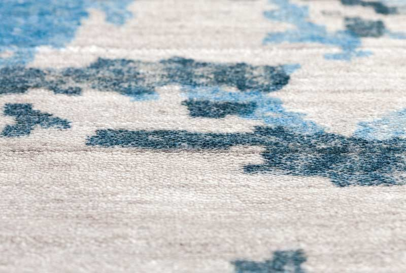 Tapis bleu en soie de bambou Silence par Papilio