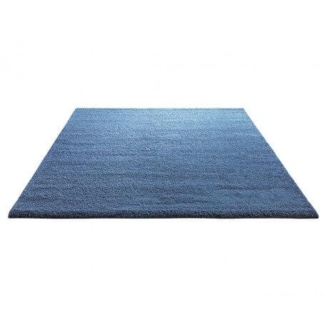 tapis shaggy en polyester et laine bleu clair wool glamour. Black Bedroom Furniture Sets. Home Design Ideas