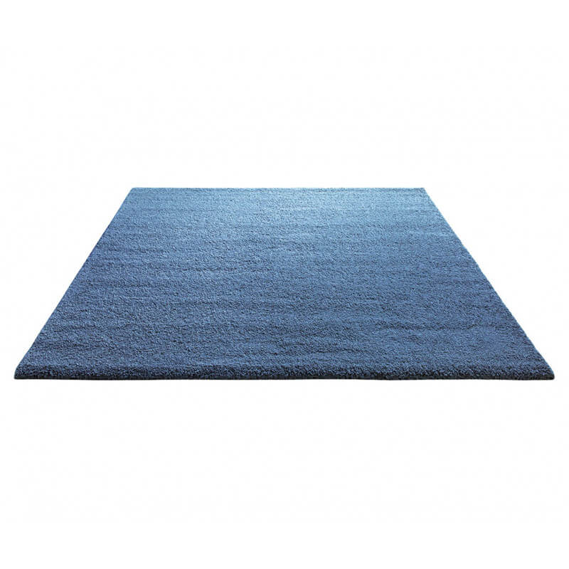 tapis shaggy en polyester et laine bleu clair wool glamour. Black Bedroom Furniture Sets. Home Design Ideas