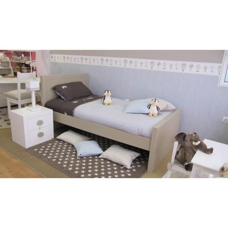 Tapis pour chambre de bébé taupe Estrellitas Lorena Canals