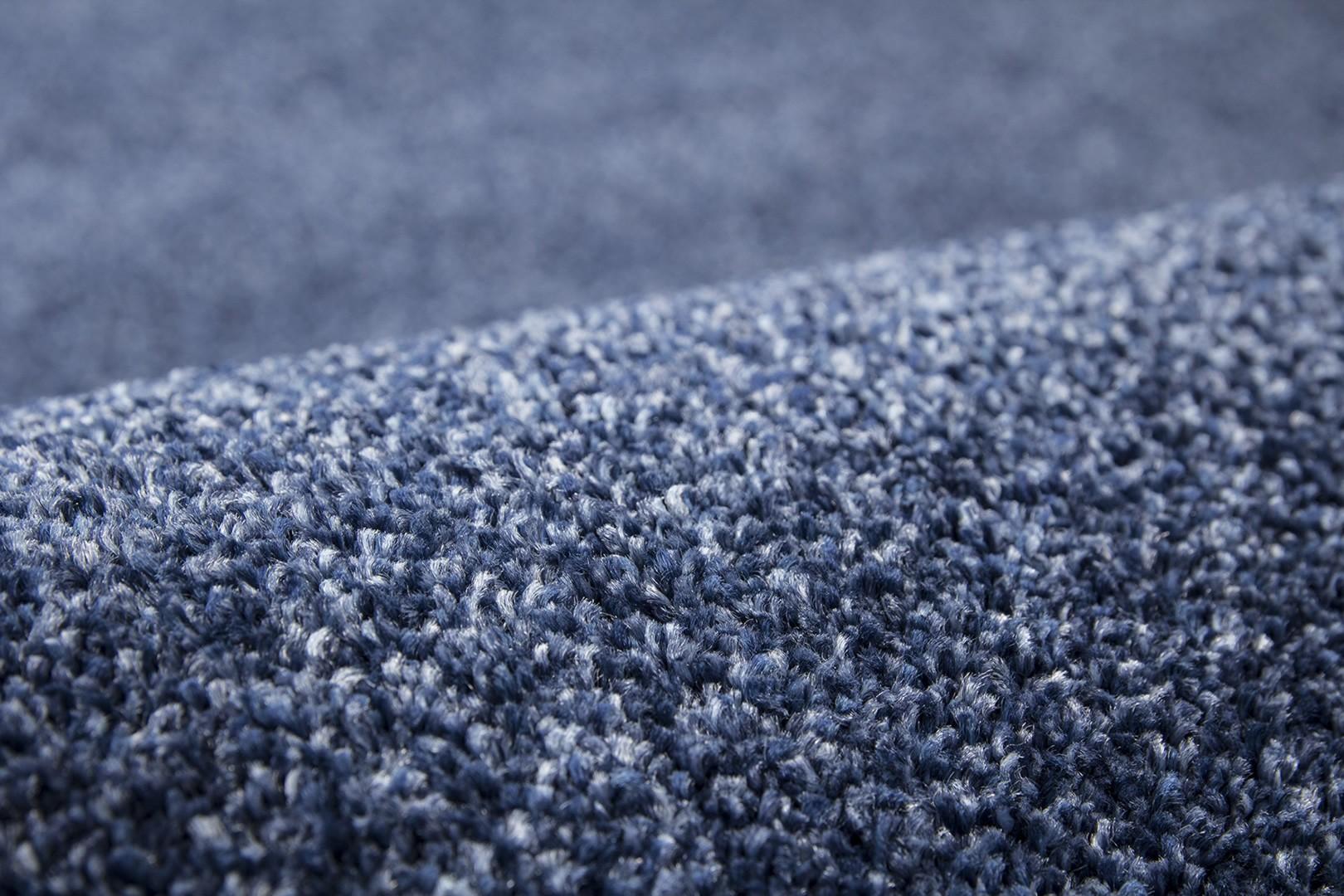 Tapis uni à courtes mèches doux bleu jeans Cassidy