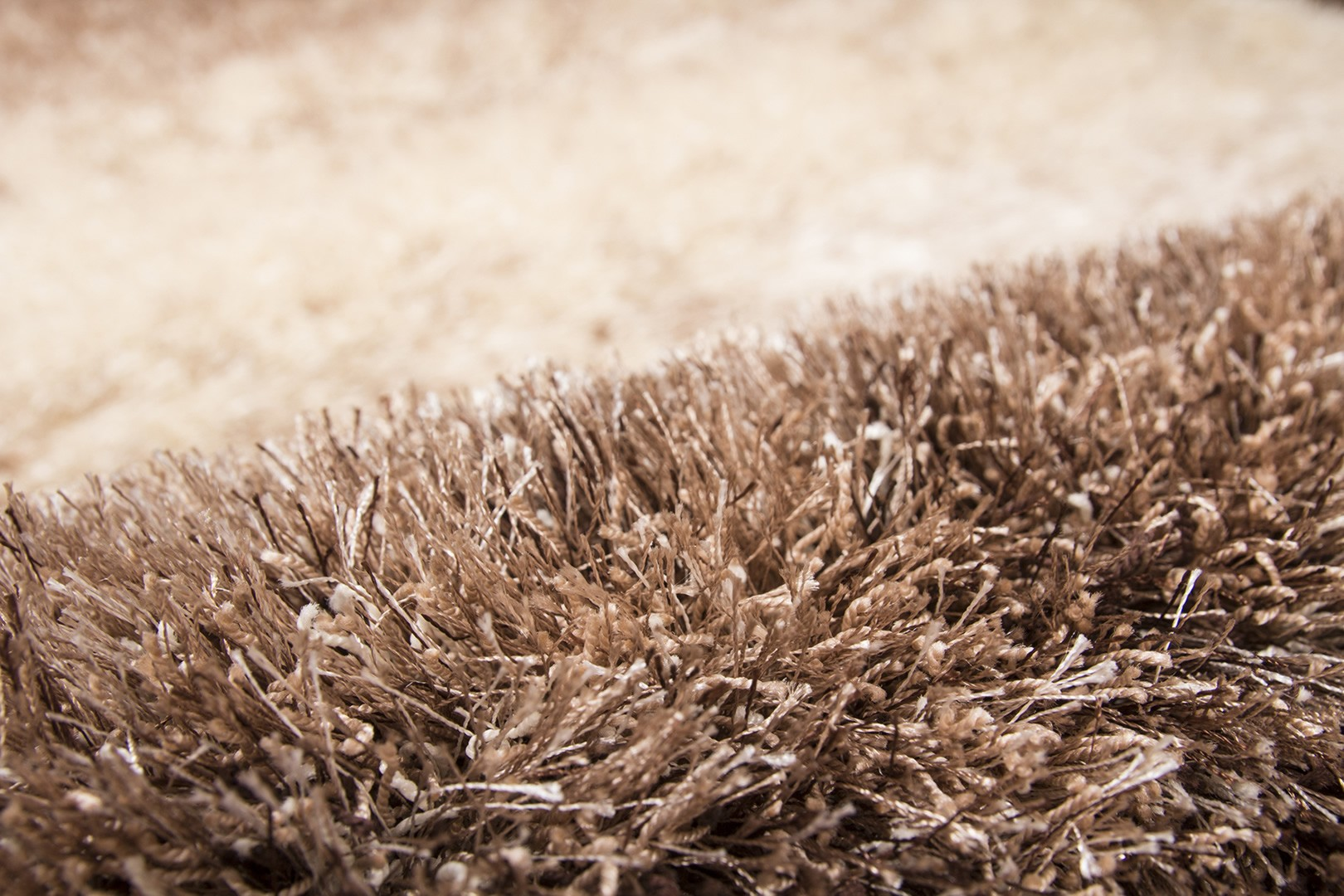 Tapis shaggy en polyester taupe Milky Way