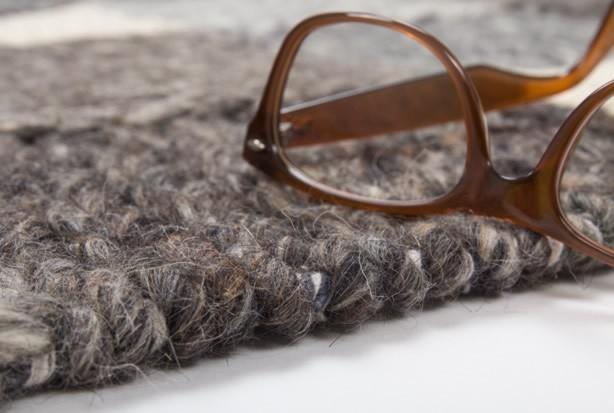 Tapis en laine cousu main gris et noir Brisbane